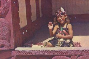 Rotorua Girl Who Sang To Queen Elizabeth II New Zealand Postcard