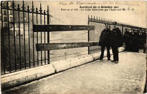 CPA AK PARIS (8e) Face au No 125 La Grille deteriore (538335)