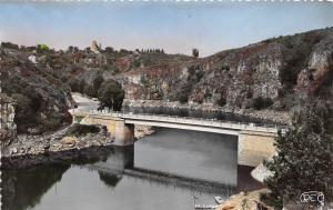 BR27693 Crozant la creuse le nouveau pont france