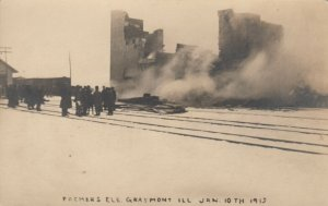 RP: GRAYMONT , Illinois, 1913 ; Farmers Elevator Fire