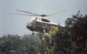 Presidential Helicopter Arrives at Windsor in 1982 Royal Postcard