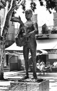France Cote d'Azur Vallauris - L'Homme au Mouton (par Picasso)