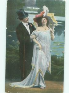 Divided-Back ROMANTIC COUPLE Great Postcard AA7528