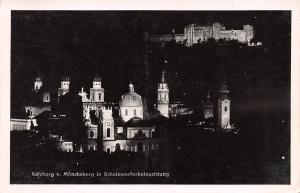 Salzburg Austria Monchsberg in Scheinwerferbeleuchtung Salzburg Monchsberg in...