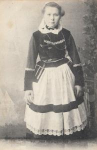 Jeune fille de QUIMPER , France , 00-10s