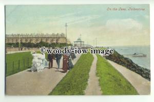 tp9591 - Kent - Family Outing, walking along the Lees, at Folkestone - postcard