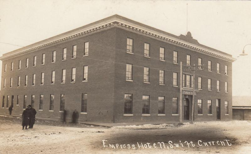 RP: SWIFT CURRENT , Sask. , Canada , 1900-10s ; Empress Hotel