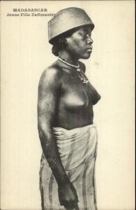 Madagascar Nude Black Woman Jeune Fille Zafimaniry c1910 Postcard