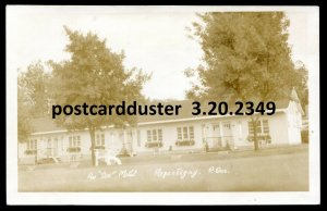 2349 - REPENTIGNY Quebec 1940s Au Doc Motel. Real Photo Postcard