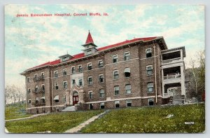 Council Bluffs Iowa~Jennis Edmundson Hospital~Nurses on Balcony~1911 Postcard