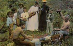 Natives pounding Poi , HONOLULU , Hawaii , 1911