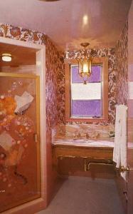 CA - San Luis Obispo. Madonna Inn, Elegant Bathroom