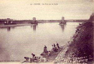 FRANCE COSNE LE PONT SUR LA LOIRE WOMEN DOING LAUNDRY ON BANK OF RIVER