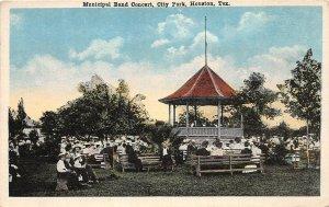 G22/ Houston Texas Postcard c10 Municipal Band Concert City Park Crowd 1
