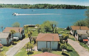 KENORA , Canada , 50-60s ; Glenn's Cabins - Tunnel Island airplane take-off
