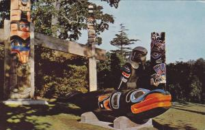 Haida Memorial Carving , Thunderbird Park , Victoria , B.C., Canada , PU-1960