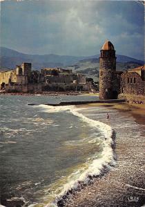 BT6374 Collioure l eglise et le chateau de templiers       France