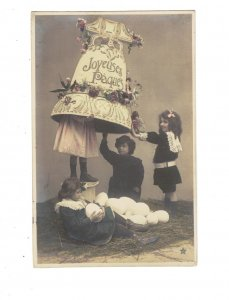 HI1009 EASTER GREETINGS LITTLE VICTORIAN GIRL HIDDING UNDER AN BIG EASTER BELL