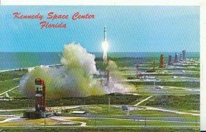 America Postcard - Kennedy Space Center - Florida - Ref 19637A