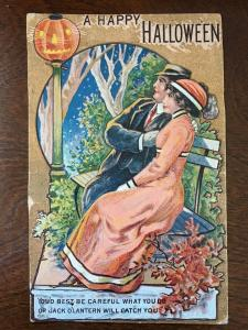 Halloween Postcard- 1919 Couples Under Jack O Lantern Street Light Z10