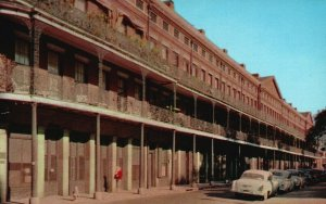 New Orleans, LA, Pontalba Apartments, Old Cars, 1954 Chrome Postcard g8266