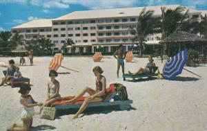 Beach , Emerald Beach Hotel , NASSAU , The Bahamas , 50-60s