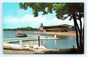 Postcard NY Alexandria Bay Riveredge Motel Pancake House 1k Islands Boat Dock I7