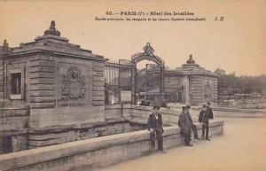 Hotel Des Invalides, Entree Principale, Les Remparts Et Les Canons, Paris, Fr...