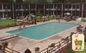 NASHVILLE, Tennessee, 1940-60s; Holiday Inn North, Swimming Pool
