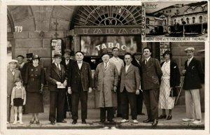 CPA AK LE MONT-DORE - Établ. THERMal groupe devant le Tabac carte photo (72546)