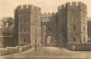 Postcard Uk England Berkshire Windsor castle Henry VIII gate