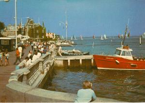 (k85) Wight Cowes Victoria Parade and Medina Mist Boat Dixon Postcard