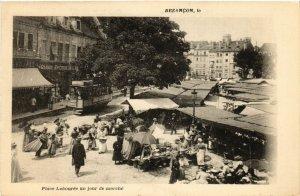 CPA BESANCON - Place Labourée un jour de Marché (487154)