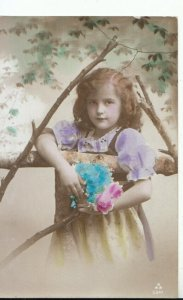 Children Postcard - Child Posing Holding Flowers - Ref 16595A