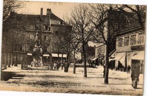 CPA MONTBÉLIARD - Place d'Armes et Statue de Denfert (183104)