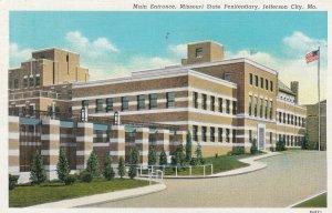 JEFFERSON CITY , Missouri , 1941 ; State Penitentiary Entrance