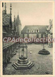 Postcard Modern Hotel Dieu in Beaune (Cote d'Or) Court of honor lepuits