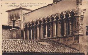 VIENNE, Facade en arcs romains (XII siecle) au 2 etage, Isere, France, 00-10s