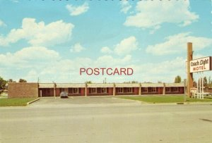 Continental-size COACH LIGHT MOTEL MITCHELL, S. D. Your Hosts: Bob & Betty Dixon