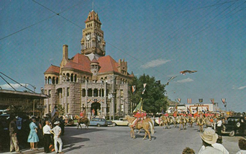DECATUR , Texas , 50-60s ; Court House