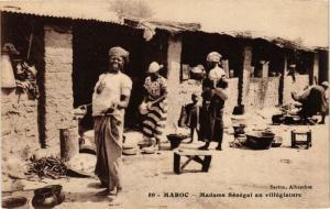 CPA Madame Senegal en villegiature MAROC (825390)