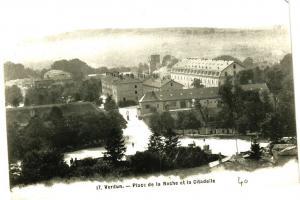 CPA  Verdun - Place de la Roche et la Citadelle     (178247)