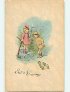 Unused Divided-Back easter TWO CUTE KIDS WATCHING CHICKS r2812