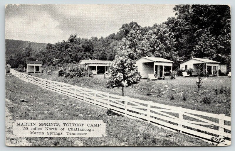 Martin Springs TN~Grape Arbor? Cabins Behind Ranch Fence~Tourist Camp~1940s B&W