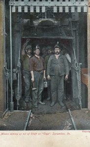 Miners coming up out of shaft on Cage , SCRANTON , Pennsylvania , 1908