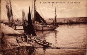 CPA DOUARNENEZ (Finistere) - Un Coin du Port (252765)