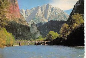 Gesaeuse Eingang Ennspartie mit Gr Oedstein Bruecke Bridge River Mountain