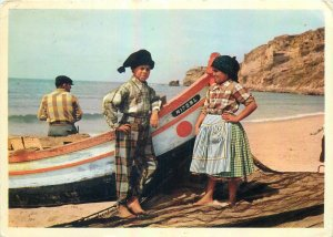 Postcard Portugal Nazare costumes traditional traditions boat fisher sea-side