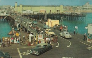 SANTA MONICA , California , 1960 ; Holiday crowd on the Municipal Pier
