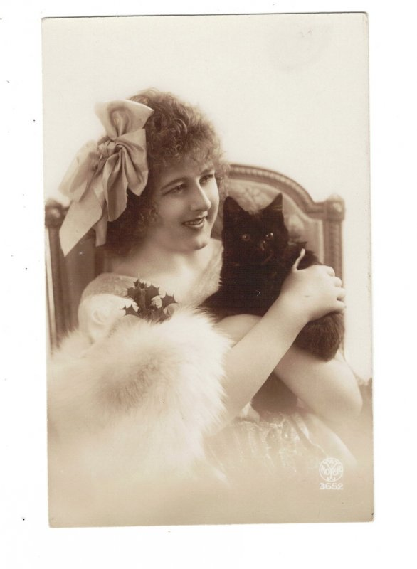HI1033  GLAMOUR WOMAN BIG BOW IN HAIR WITH BLACK CAT
